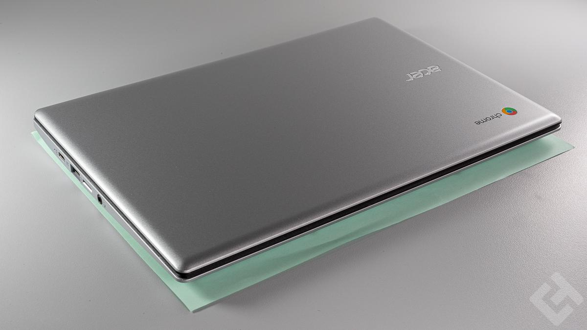 Acer Chromebook 311 - Comparaison feuille A4