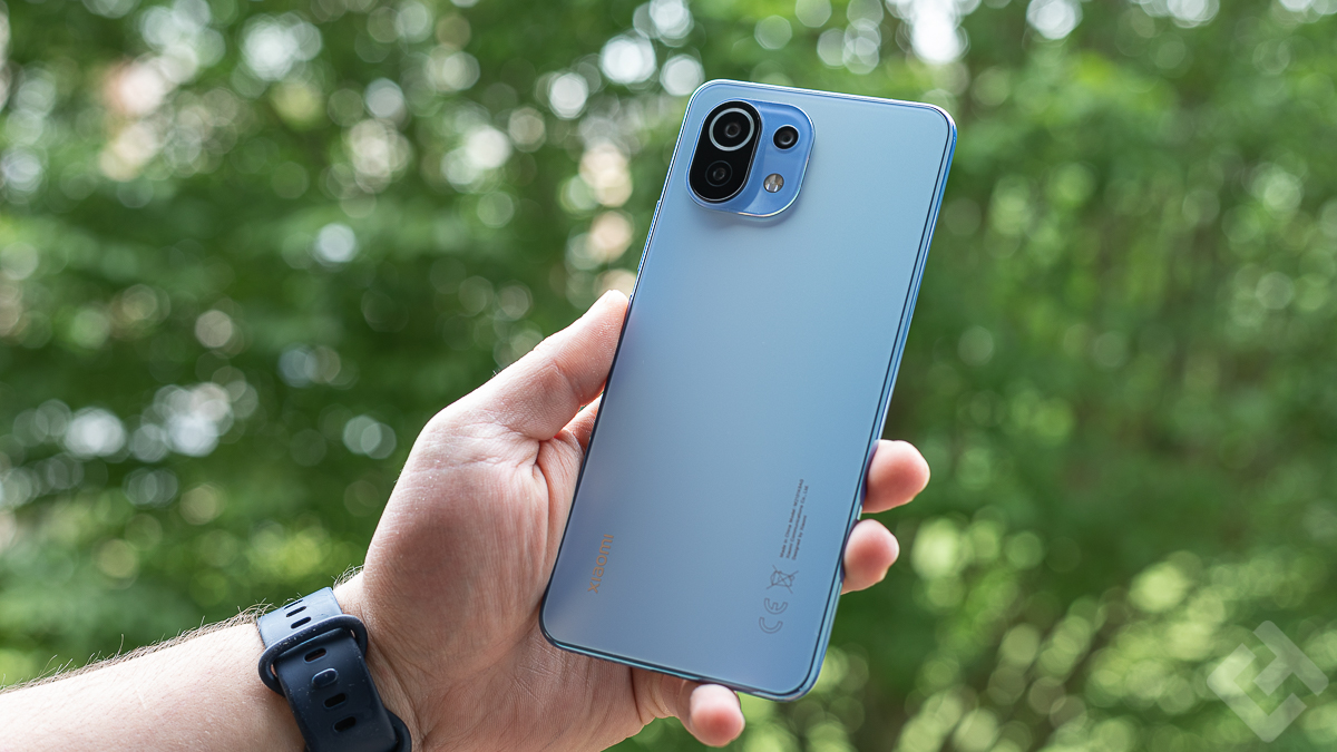 Dos du Xiaomi Mi 11 Lite en main